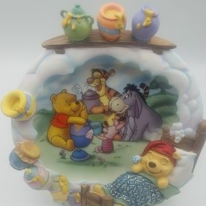 Pooh's Sweet Dream wall hanging plate